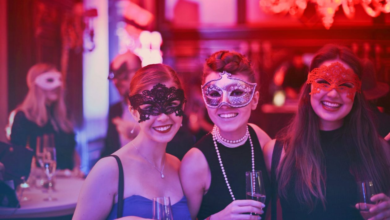 10 Stylish Cocktail Party Ideas for the Modern Entertainer