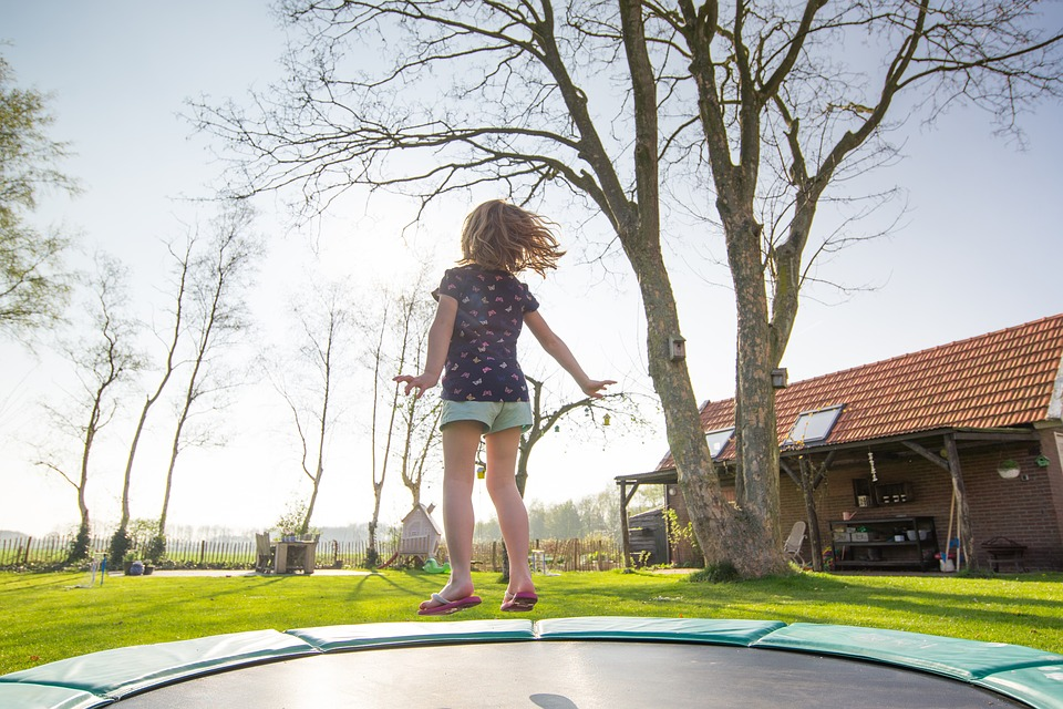 Trampoline: 4 rules to respect to avoid risks